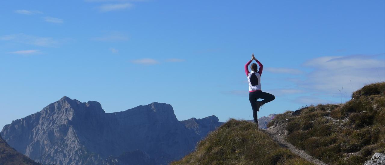Yoga besteht…